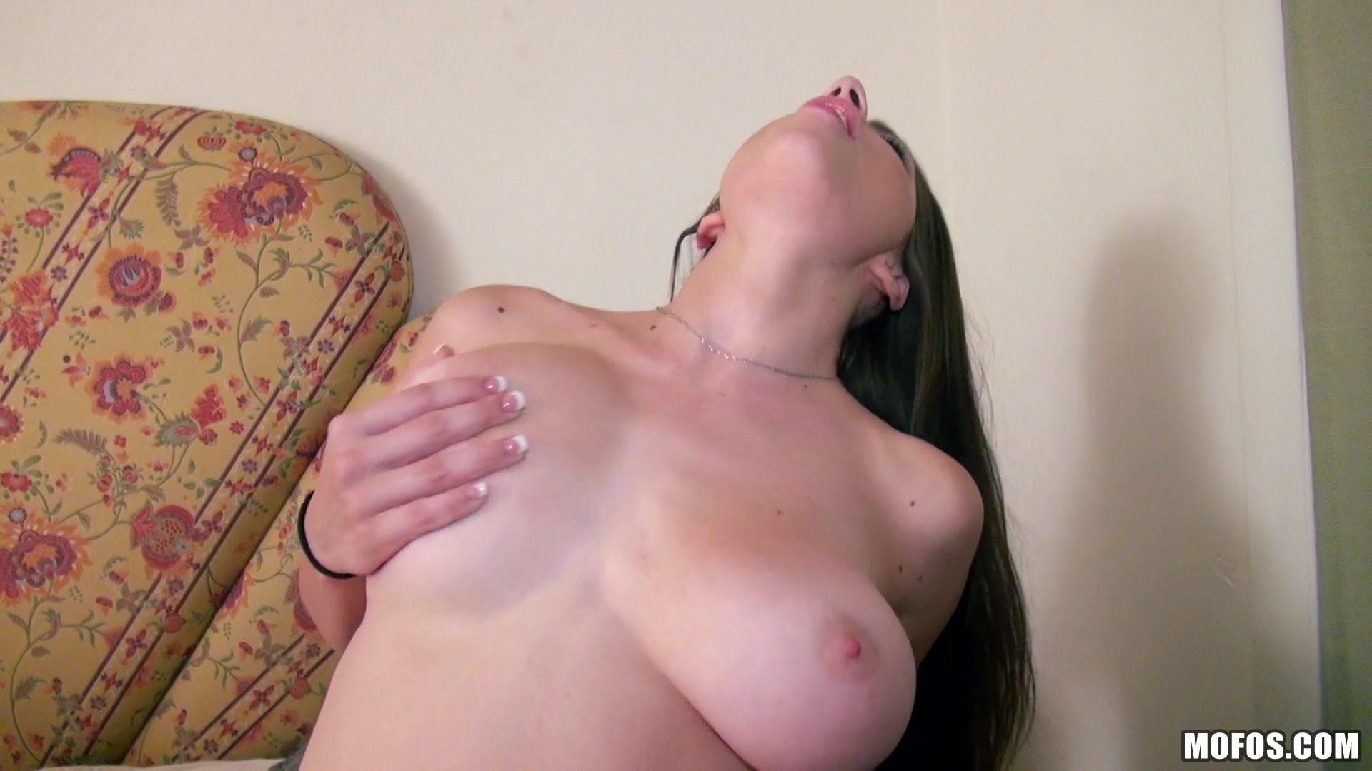 https://caps1cdn.adultempire.com/o/2437/3840/1711707_06620_3840c.jpg