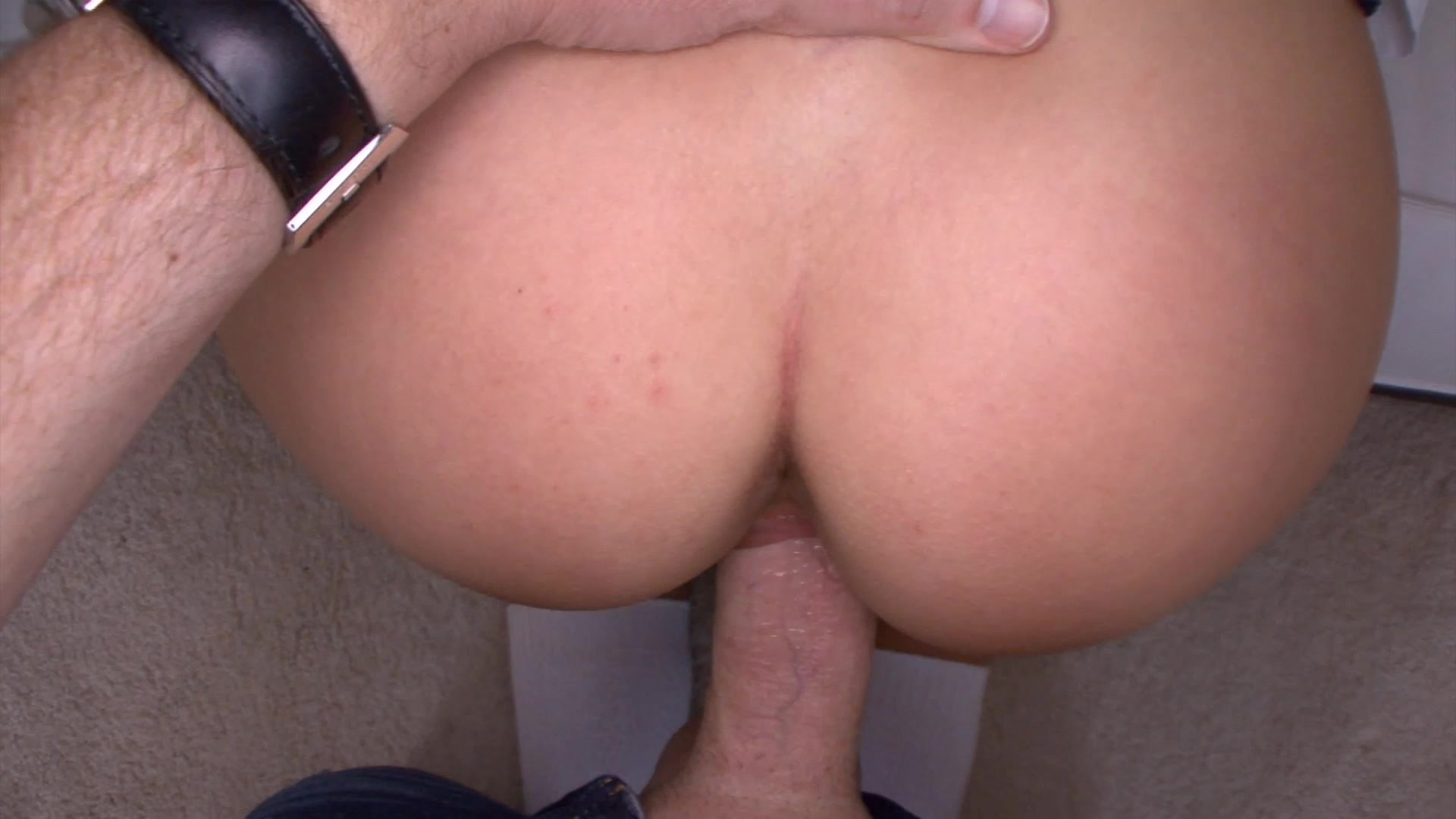 https://caps1cdn.adultempire.com/o/2437/3840/1711749_01510_3840c.jpg