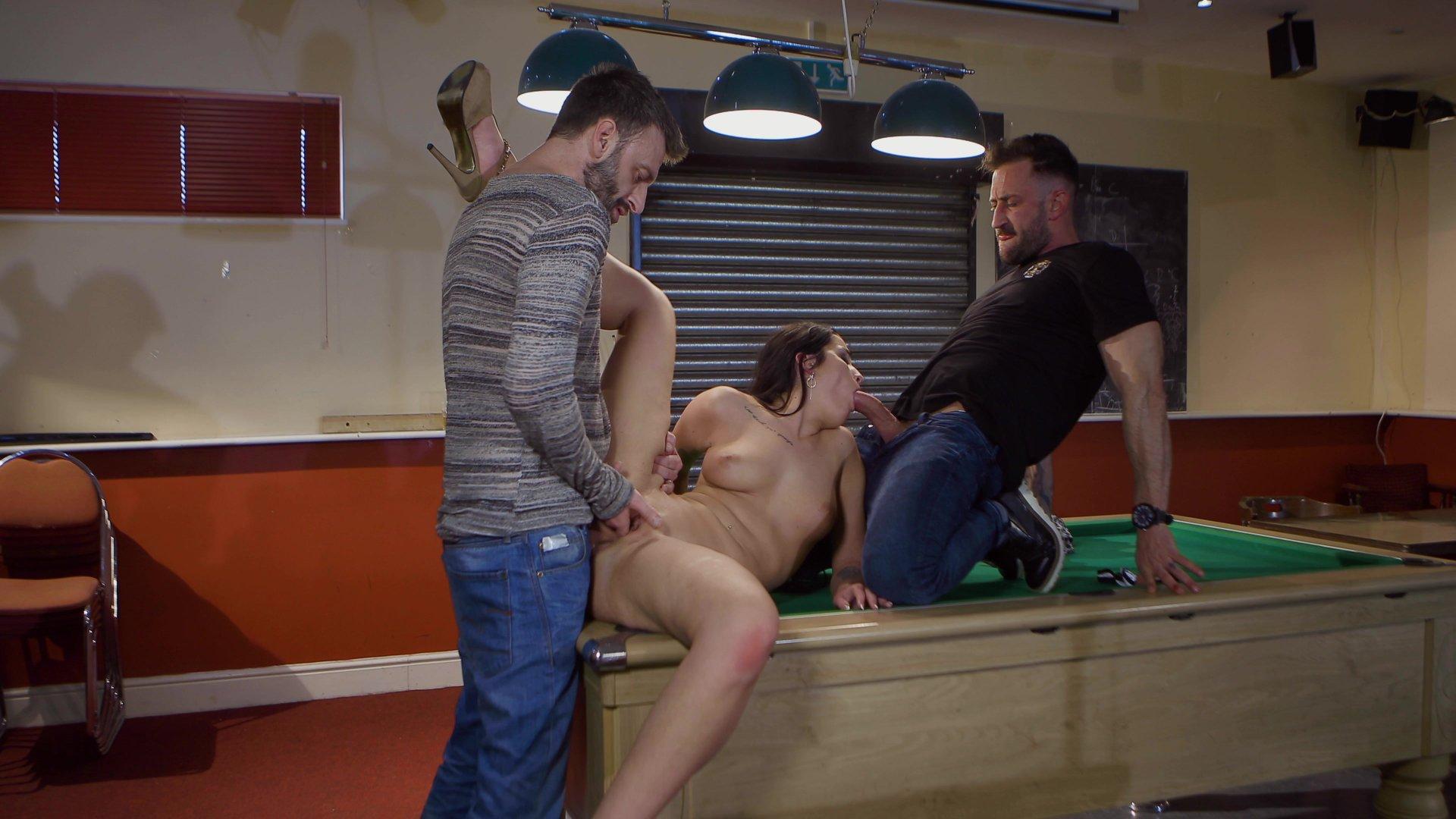 Таня проиграла в бильярд русское порно видео