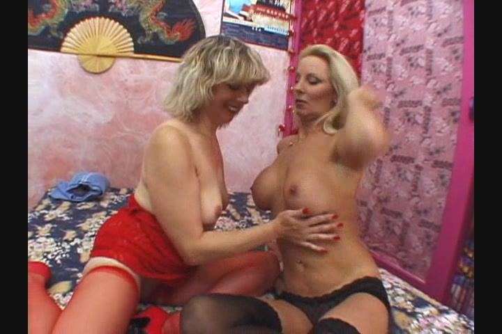 Squirting older pussy