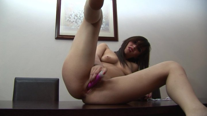 Streaming porn video still #7 from Solo Glamour