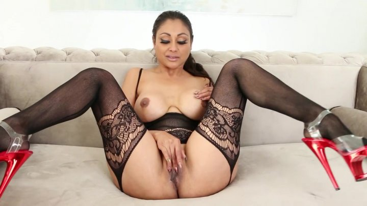 Streaming porn video still #8 from Busty Brunette Playtime