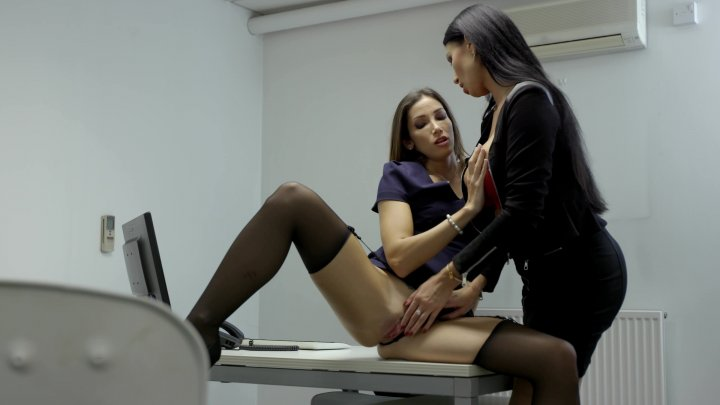 Streaming porn video still #6 from Clea, Private Banker