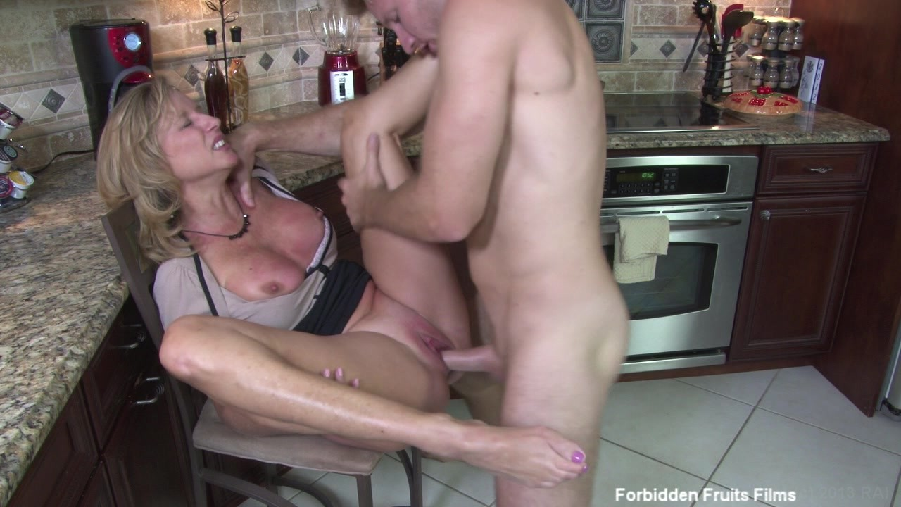 mother-fuck-son-streaming-video-indian-nude-sleeping-girls-pics