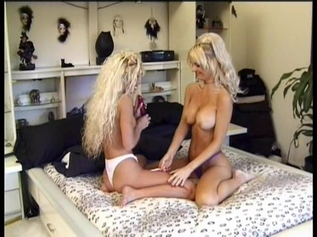 Streaming porn video still #5 from Labia Lounge