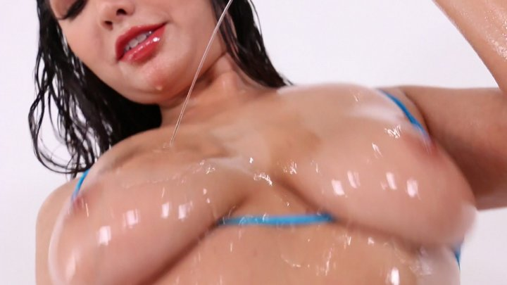 Streaming porn video still #2 from Oiled Up 5