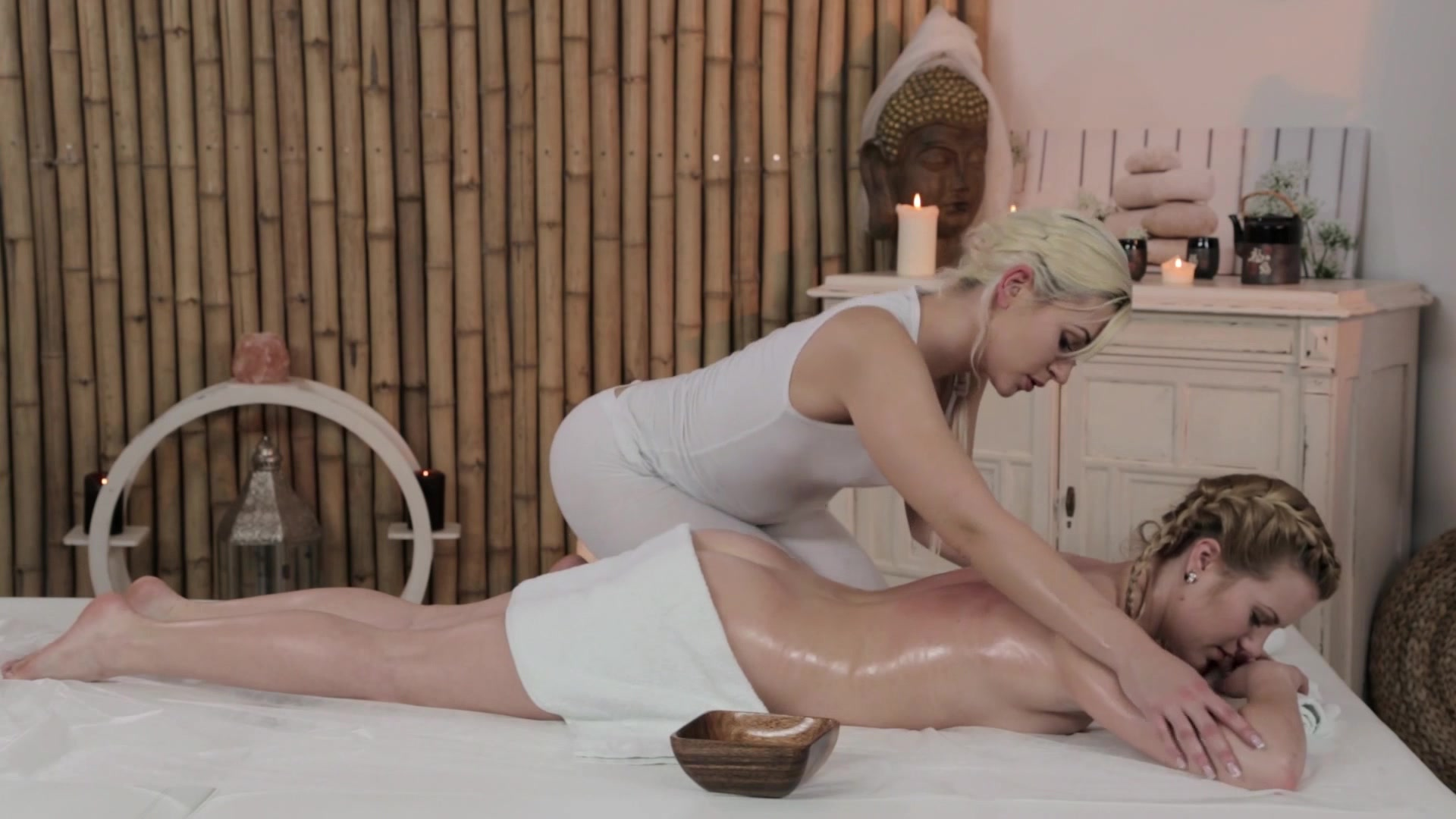 Beautiful blonde masseur pleases a pussy 8