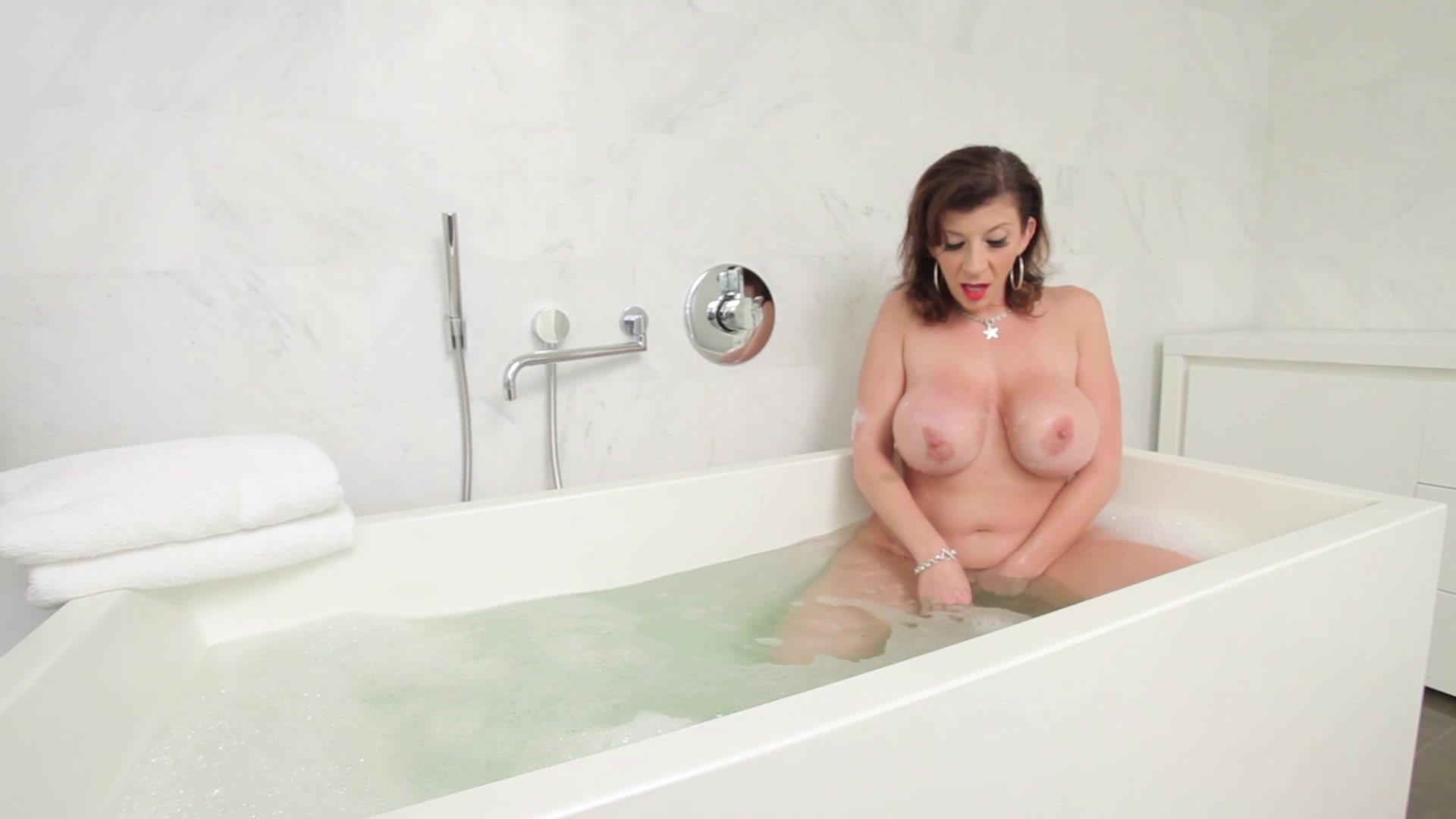 sara-jay-nude-shower-free-oriental-erotic-massage-video