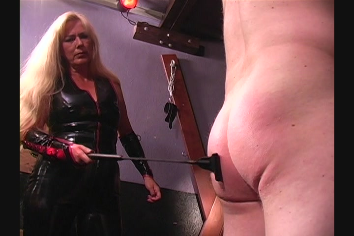 Mom helps son to cum