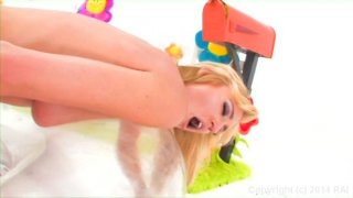 Streaming porn video still #9 from Lick Me Please