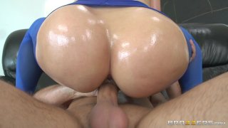 Streaming porn video still #4 from Wet & Wild Asses