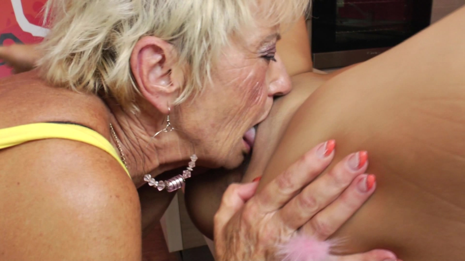 Amature housewives lick each other — 3