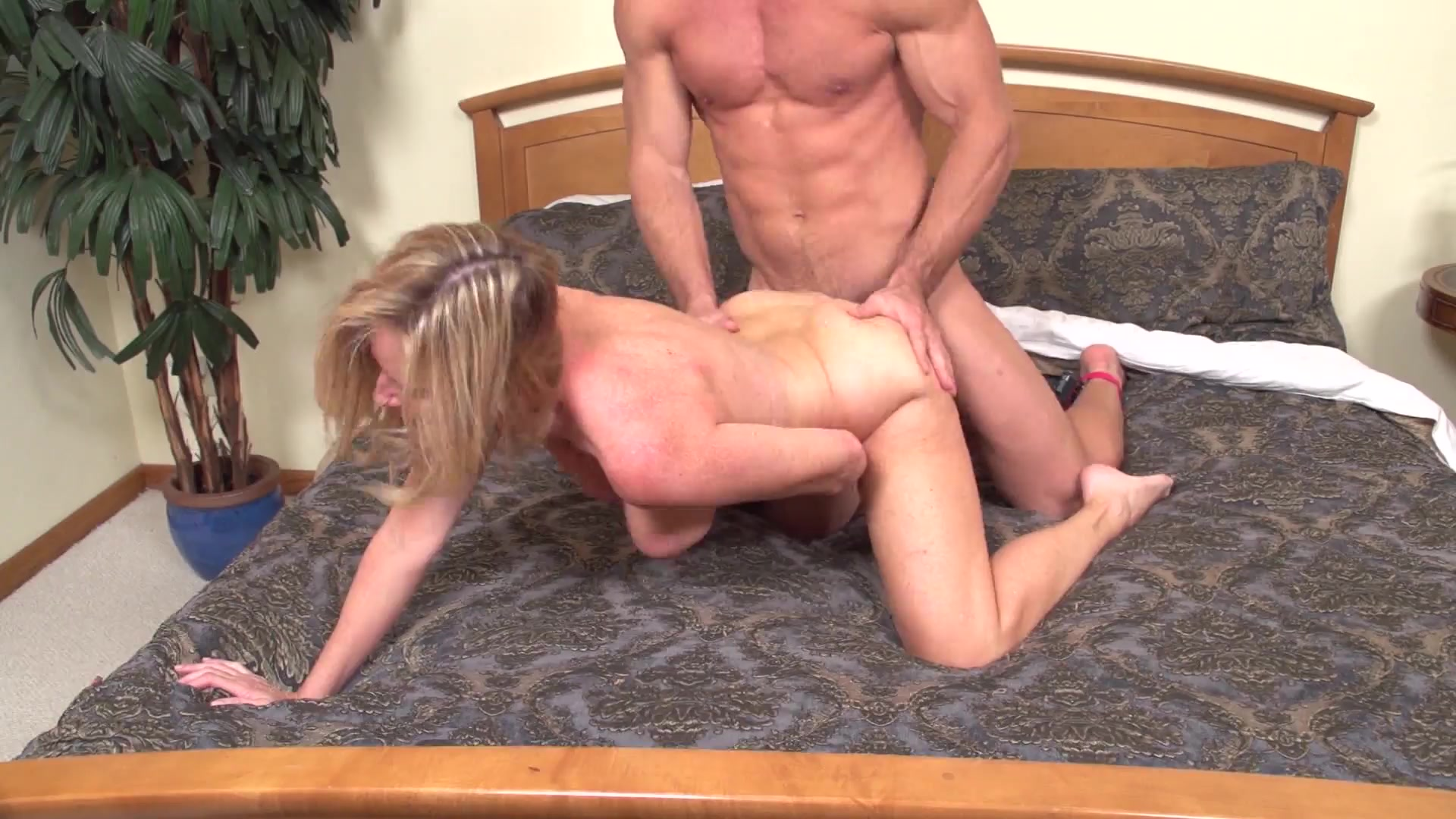 Mature mommy gets fucked doggy style