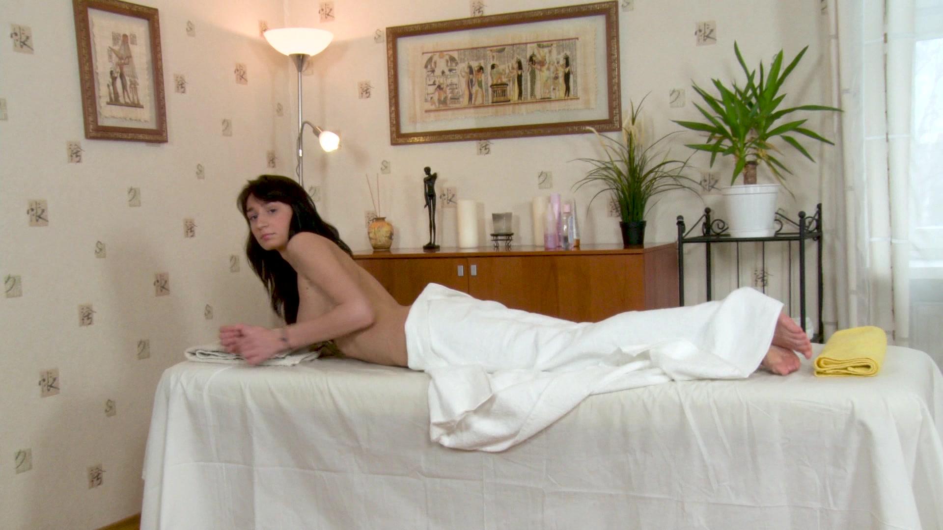 khloe kardashian naked pics