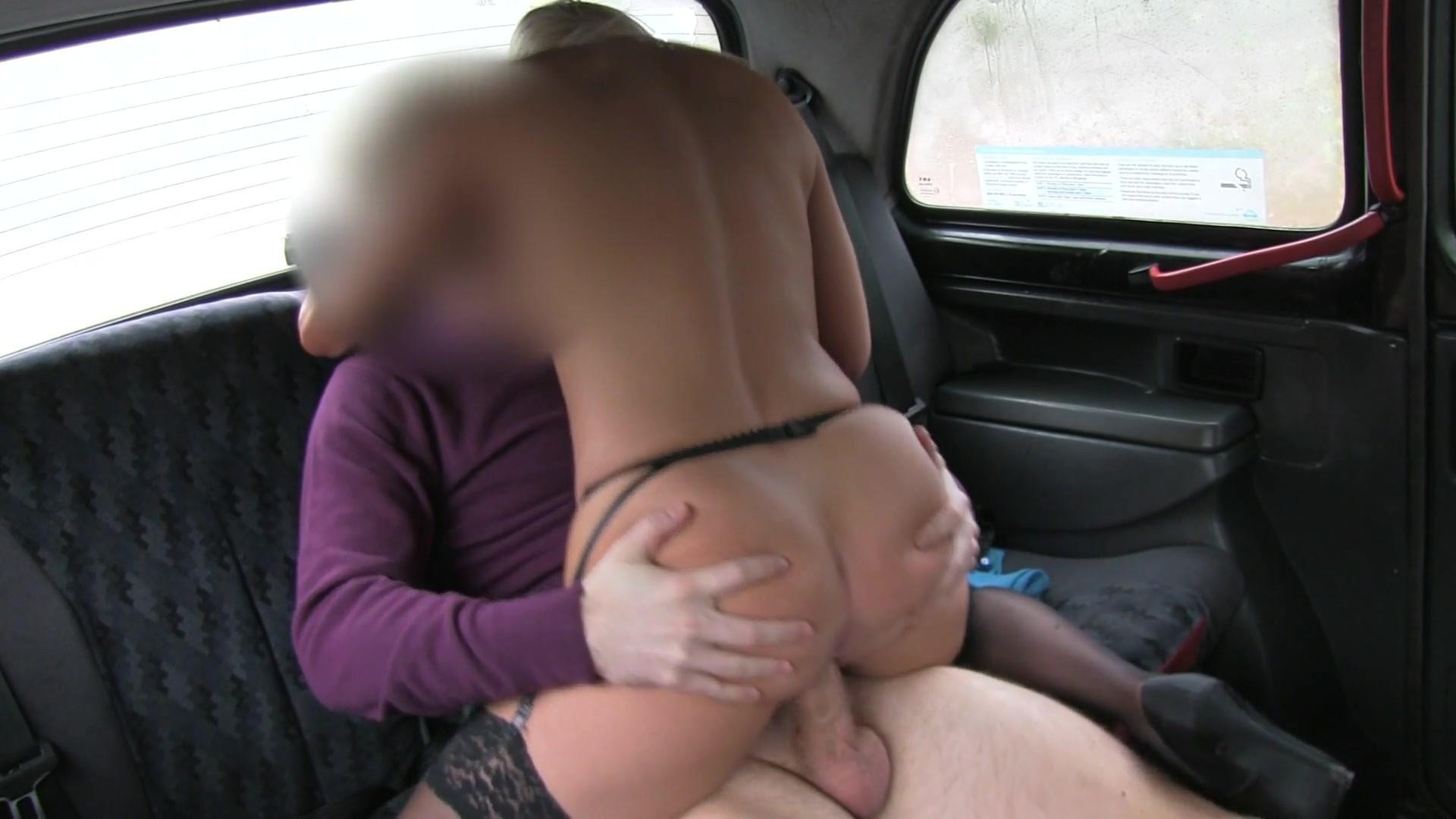 porno-skritoy-kameroy-v-taksi