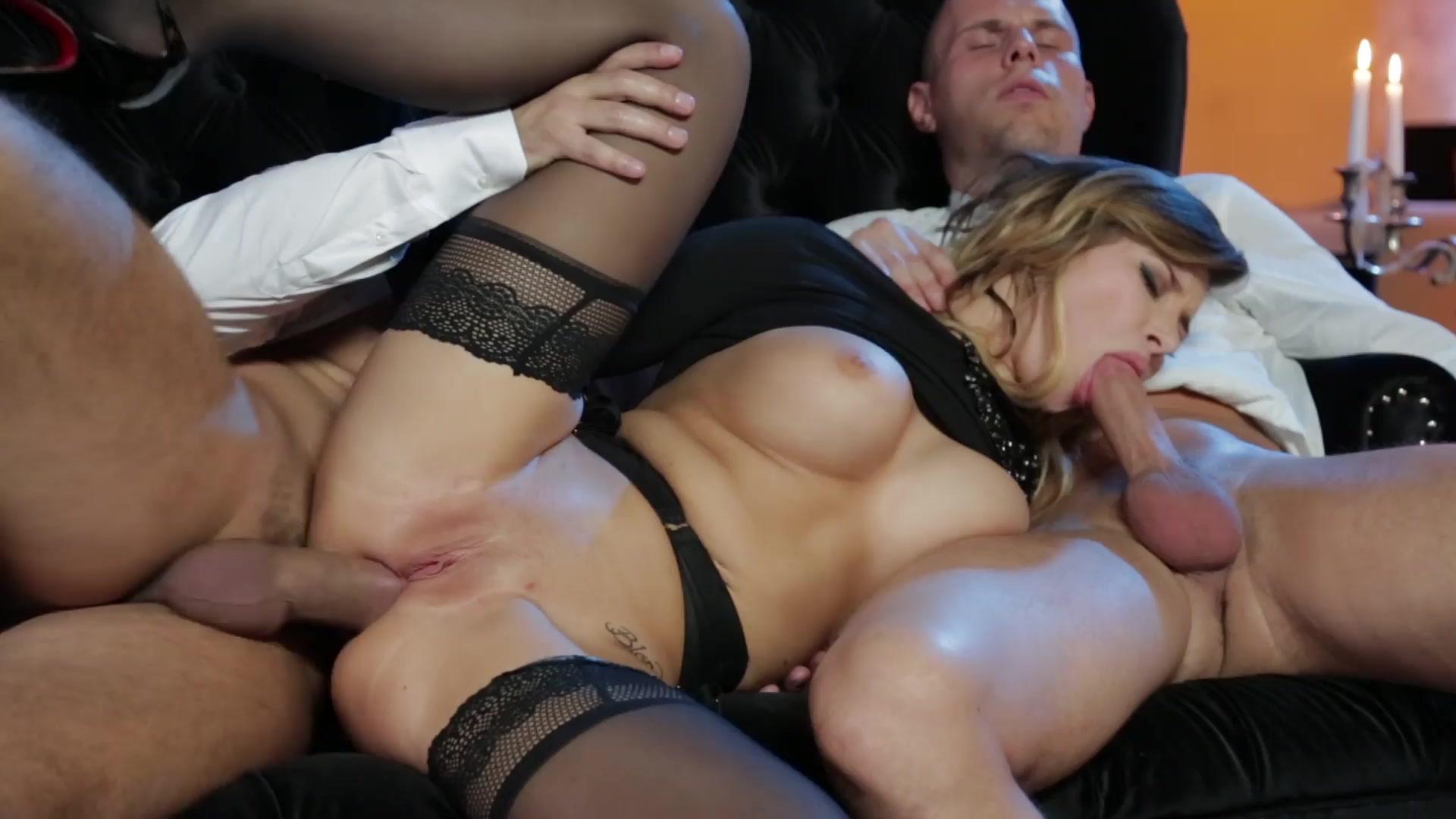 porno-filmi-luchshee-ot-polini-telka-postoyanno-konchaet