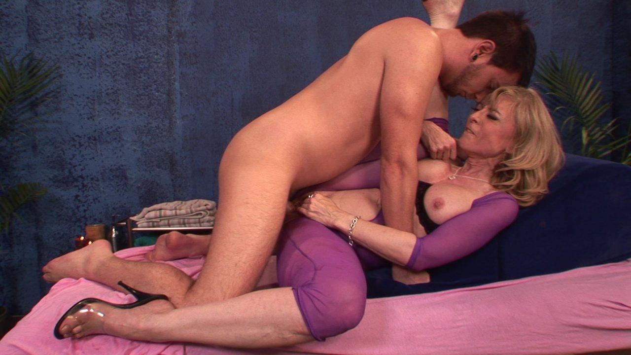 nina-porno-malibu-massazh-mnogo-bab-v-sperme-v-pise