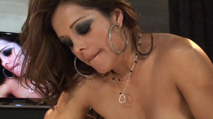 yummy-mummy-video-naked