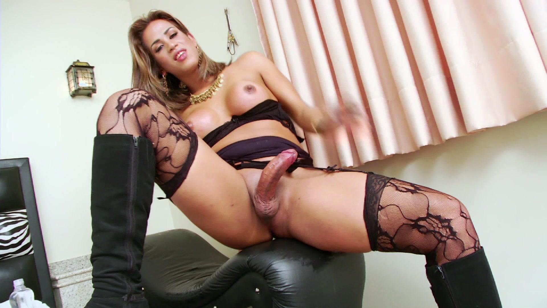 стриптиз мастурбирует в нижнем бклье порно санитарка вванной