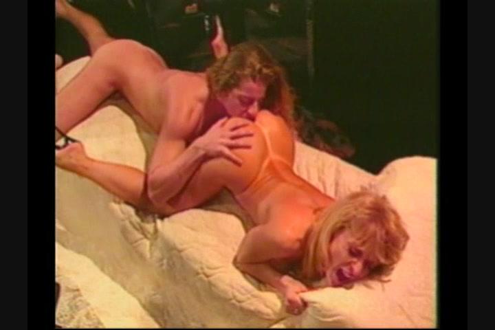 Bootyfull Milf Nina Hartley Loves Strap