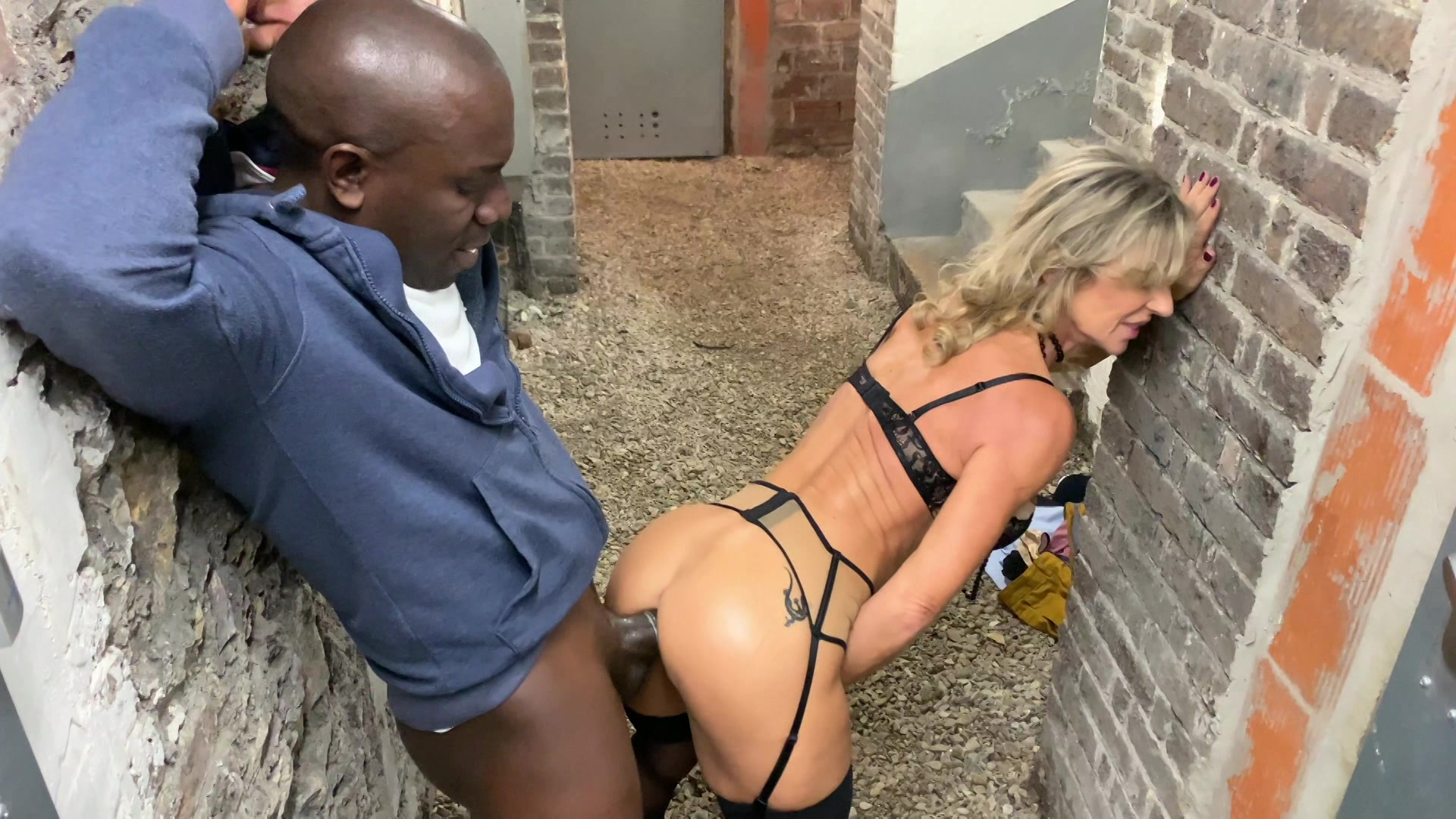 blonde-wife-cheats-with-black-sex-picture-virgin