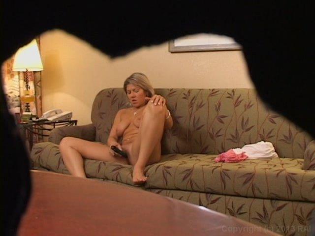 Дома зрелая скрыто мастурбирует, жен эро туалет фото