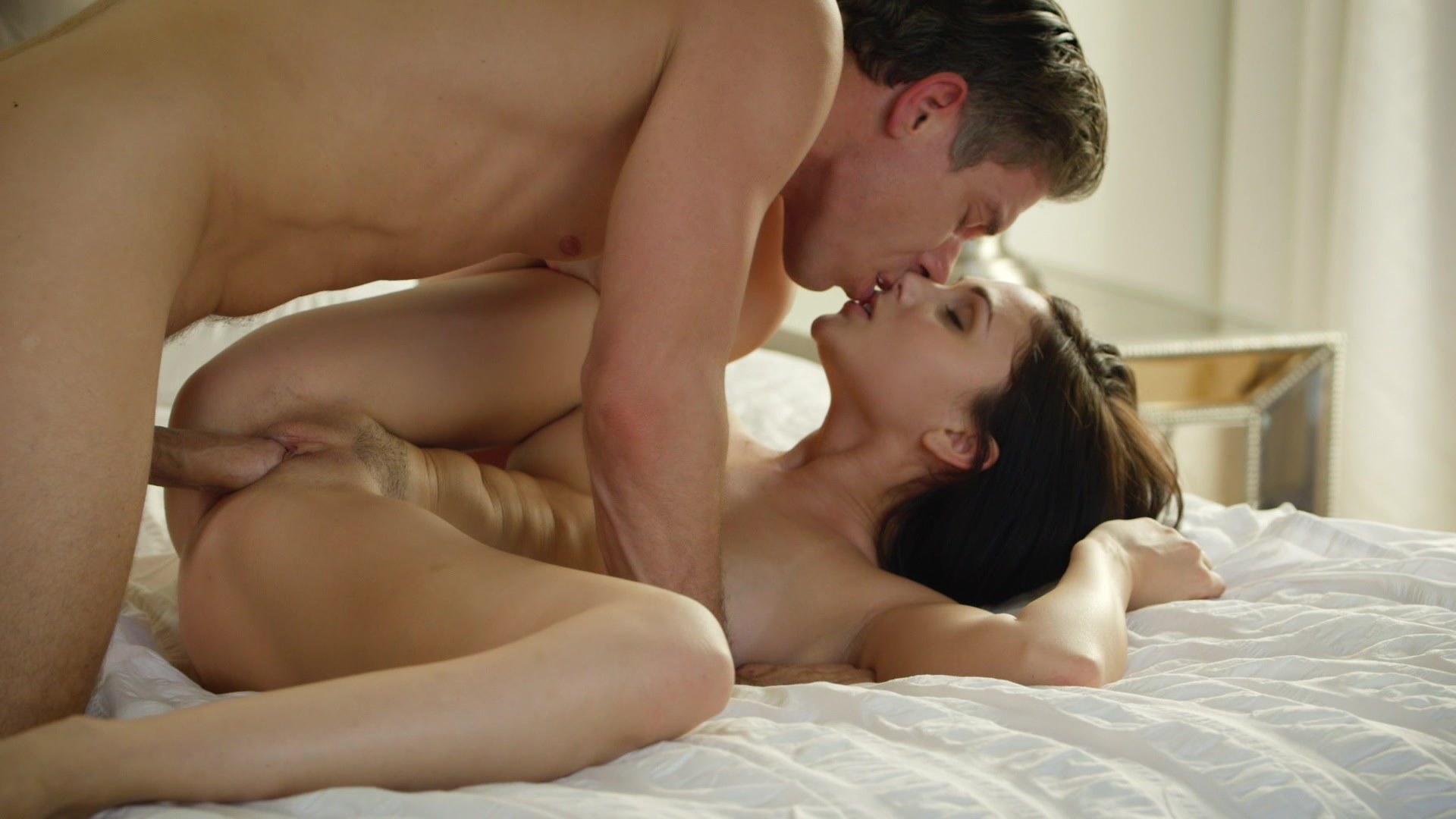 romantic-couple-sex-movie-women-split-nude