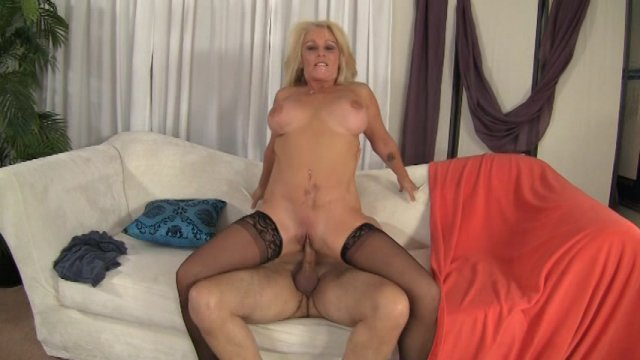 Mature blonde sara skippers sucks a dick and has her cunt fucked 5