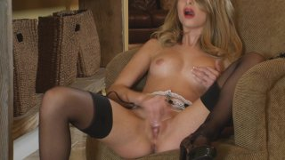 Hot Babe Lauren Clare Plays with Herself