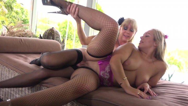 Streaming porn video still #2 from Joanna Jet The Trans Milf #12
