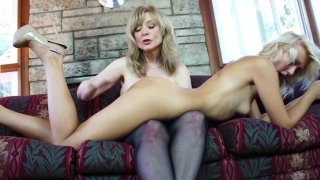 Screenshot #6 from Lesbian MILF Temptations