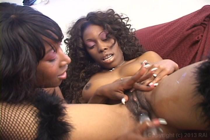 Black lesbian eating pussy