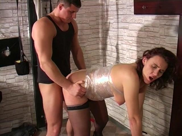 Streaming porn video still #2 from Schmerz