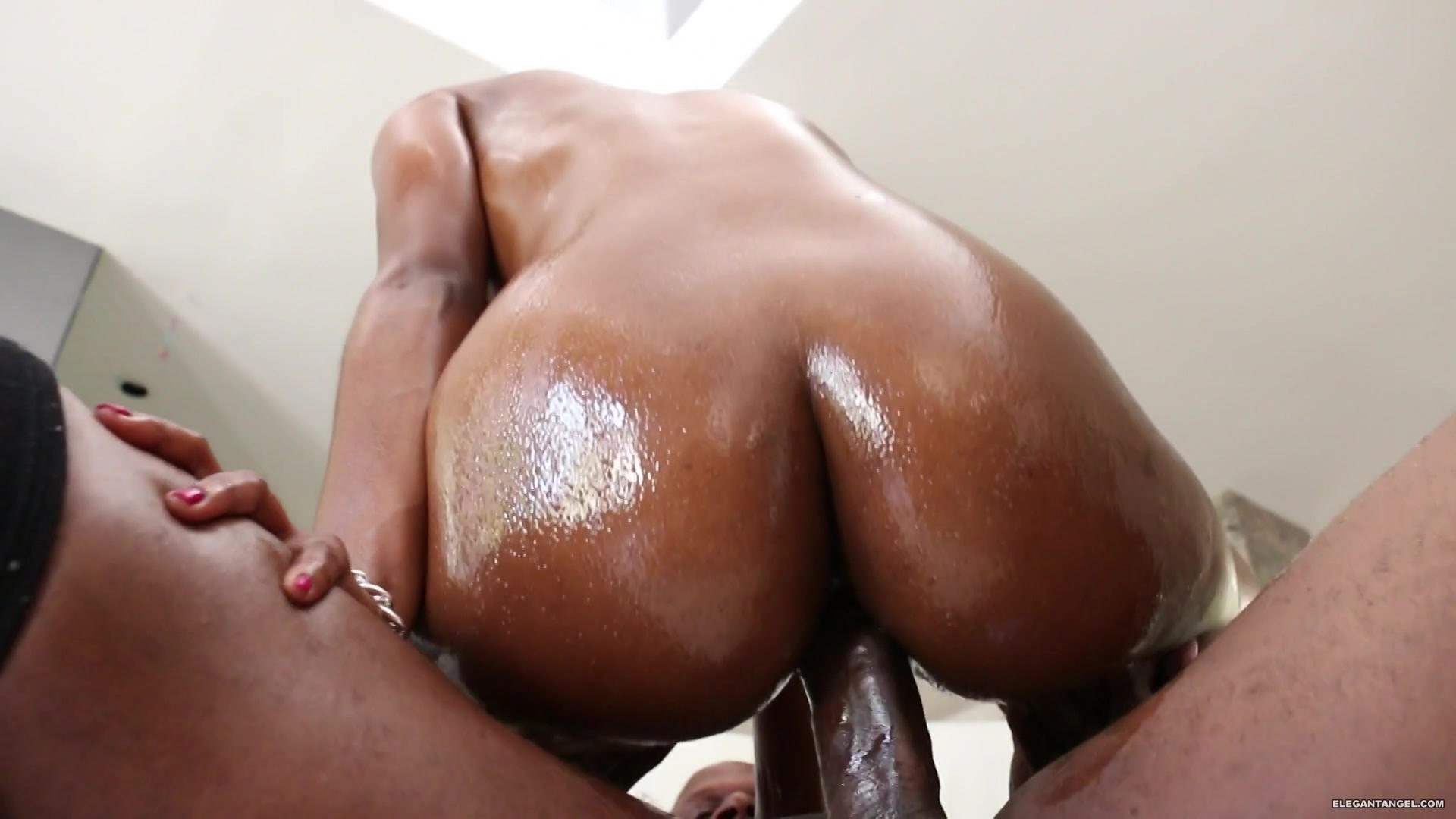 Phat best hd wet black ass bare pussy flash