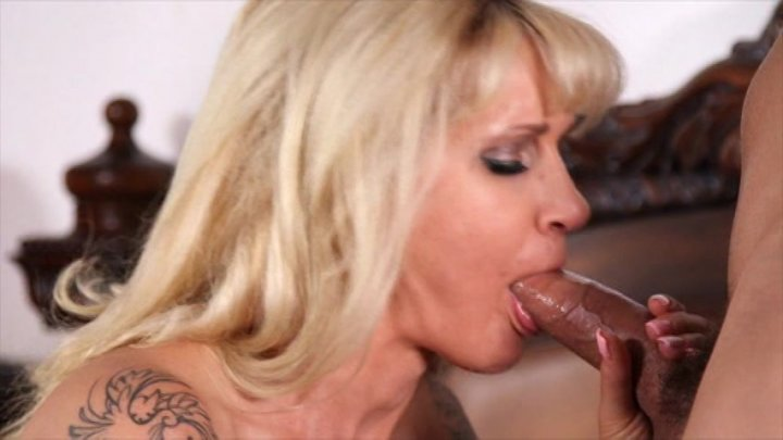Streaming porn video still #4 from Total Blondes - 4 Hours