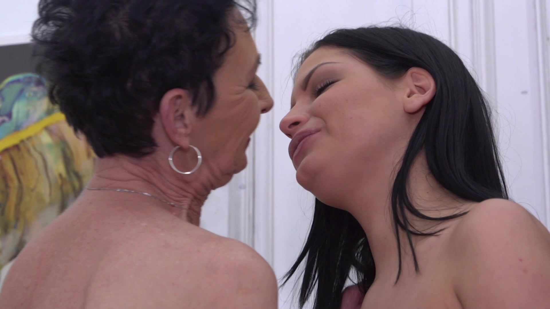 Amateur granny cuckold hubby cleans
