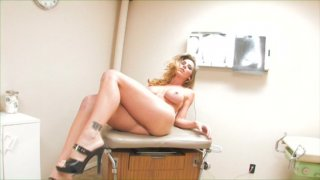 Streaming porn video still #2 from Solo Satisfaction 2
