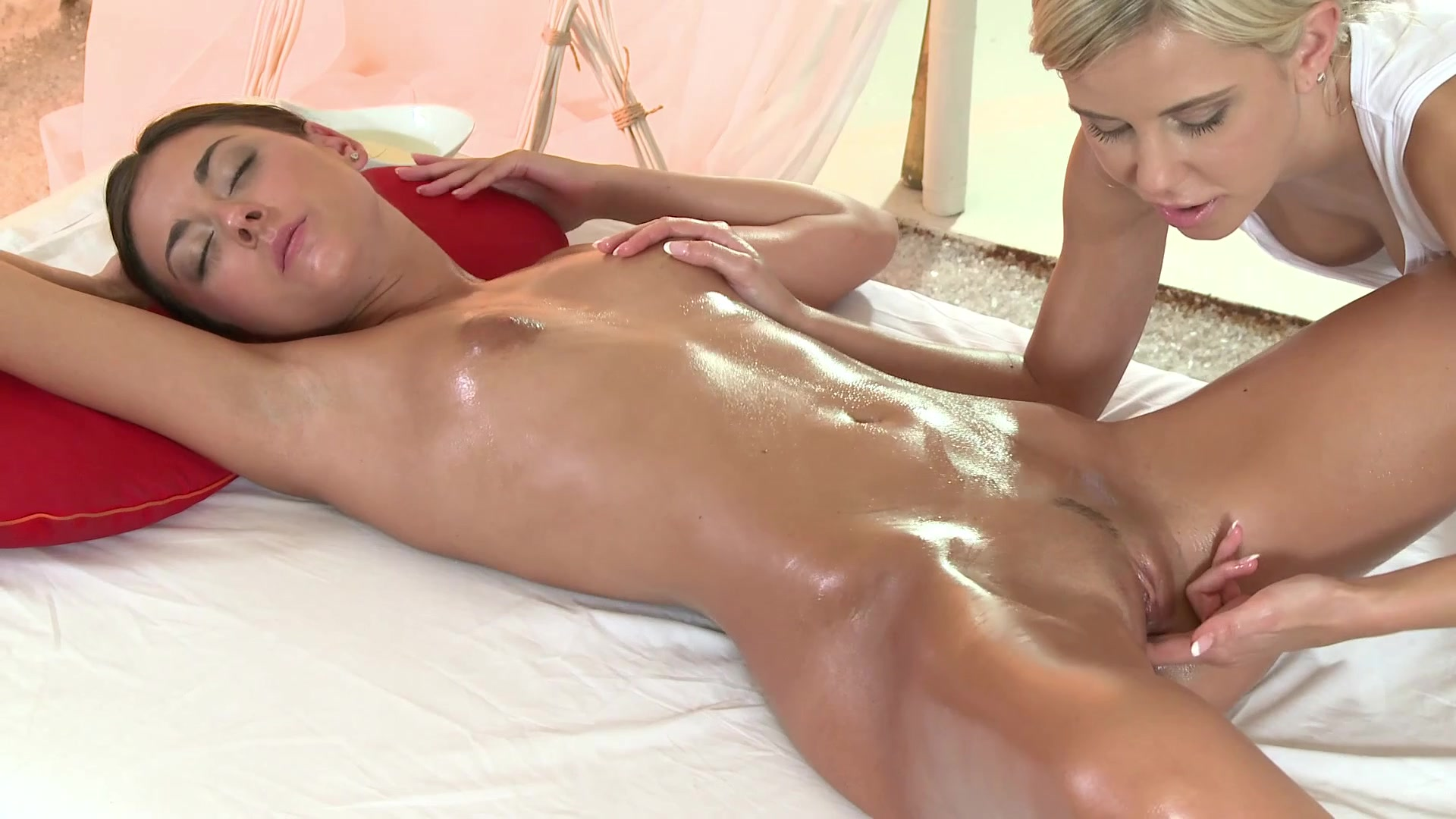 Stunning Hot Naked Girl Achieves Magnificent Orgasms During Her Erotic Massage