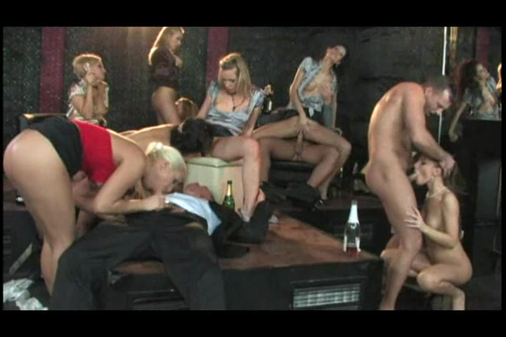Bachelor Teaser Suggests Peter Weber Has Sex In Hot Spring