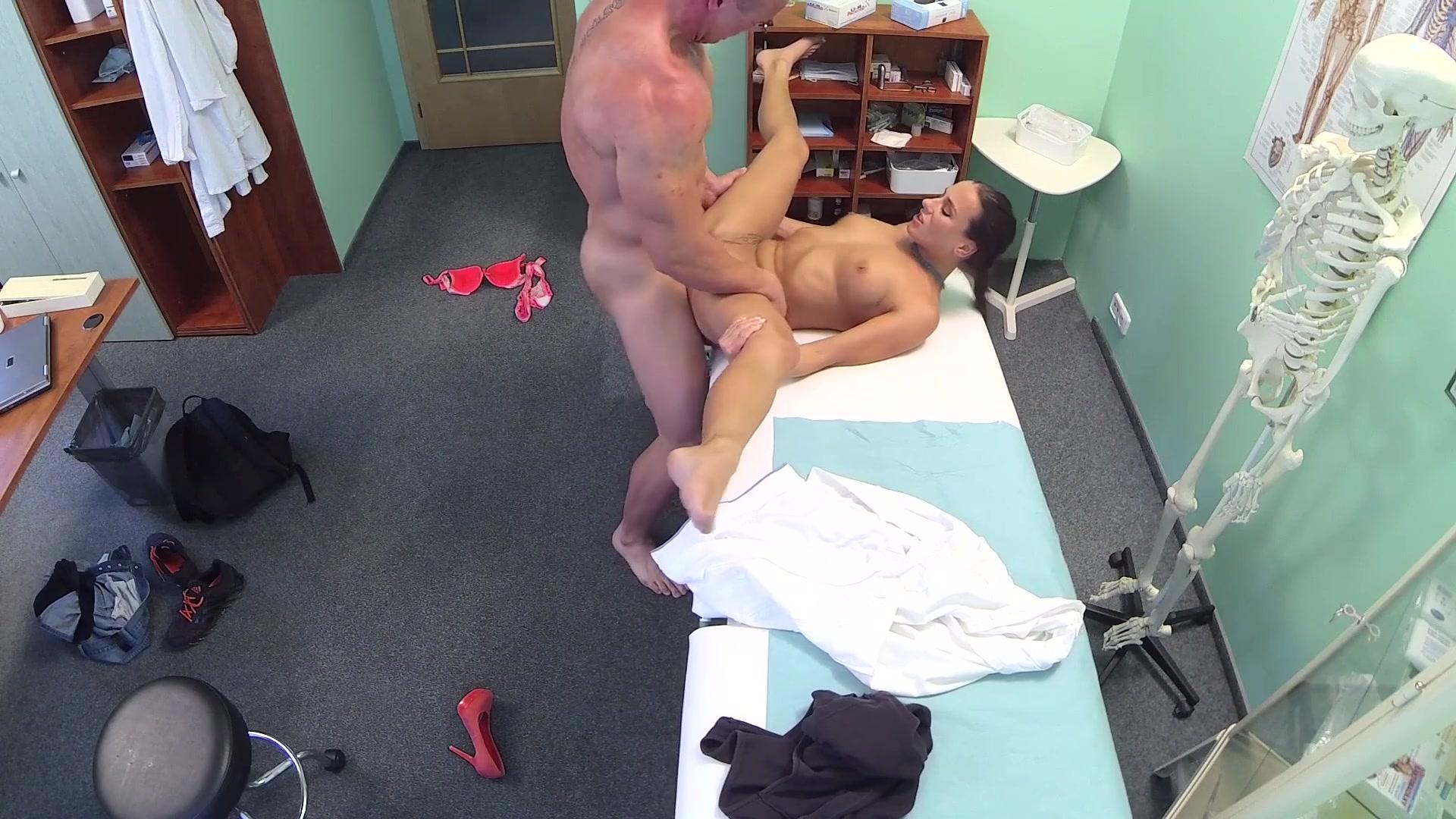 Секс в примерочной молодой пары скрытой камерой, порно дойки онлайн видео на телефоне
