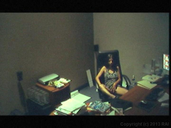 трепещет у шефа в офисе скрытая камера девочке приказано