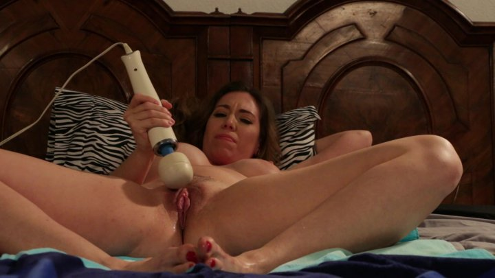 Streaming porn video still #1 from Everybody Loves a Squirter
