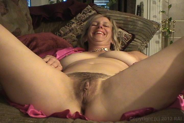 Lohan poses nude