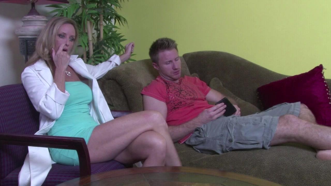 Порно подруга привела к нему на растерзание