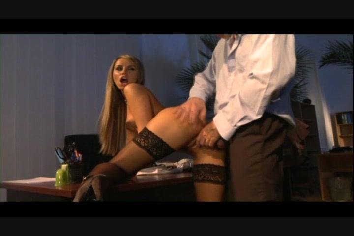 eroticheskie-priklyucheniya-frantsuzskoy-sekretarshi-porno-foto-galerei-sperma-oral