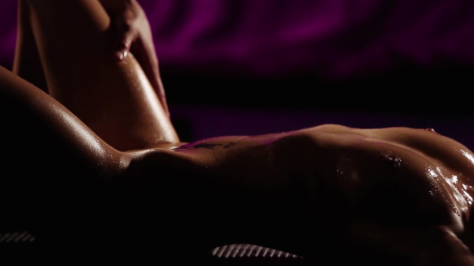 Супер сексуальные массаж мужчине