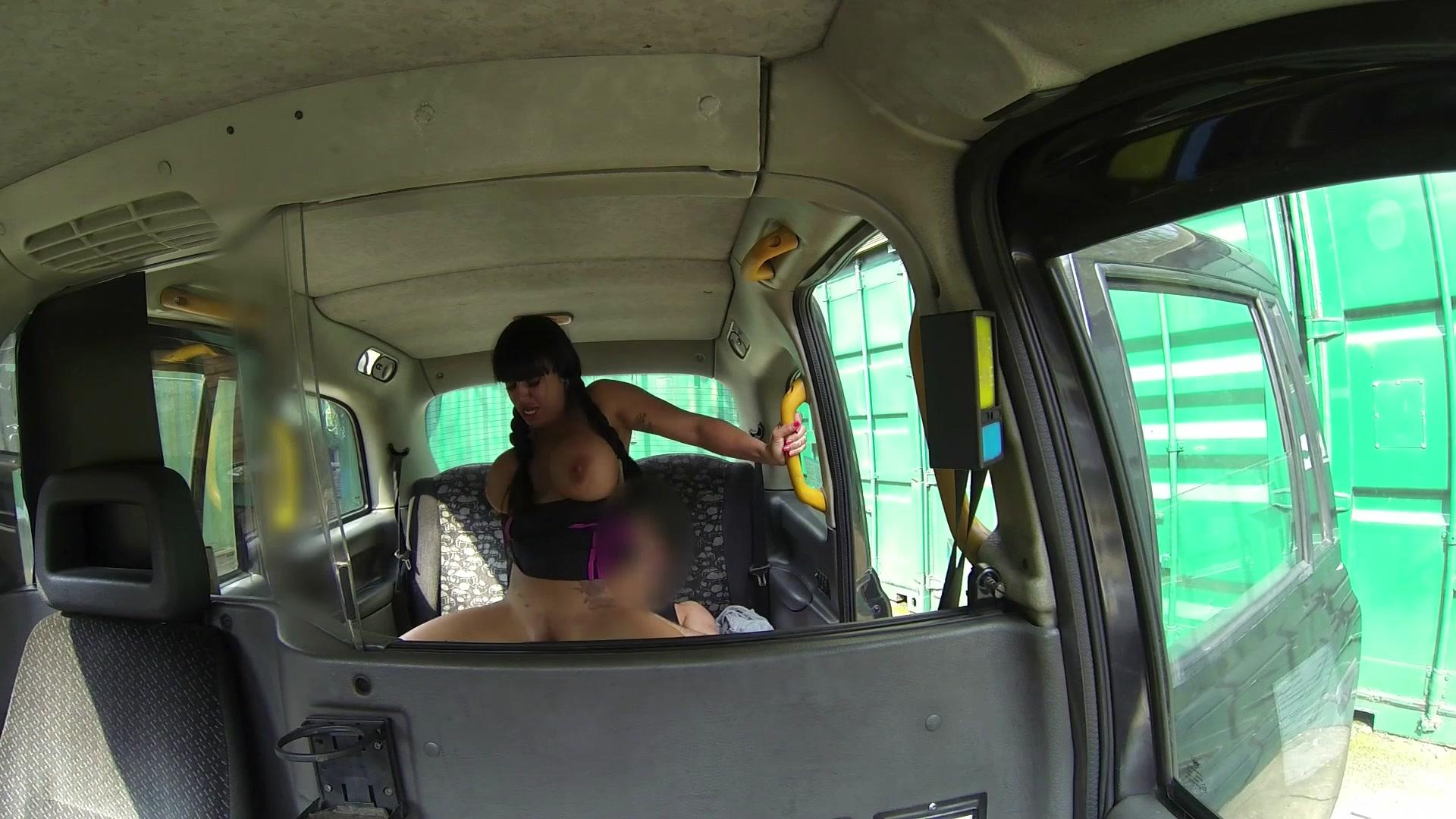 sperma-v-taksi-smotret