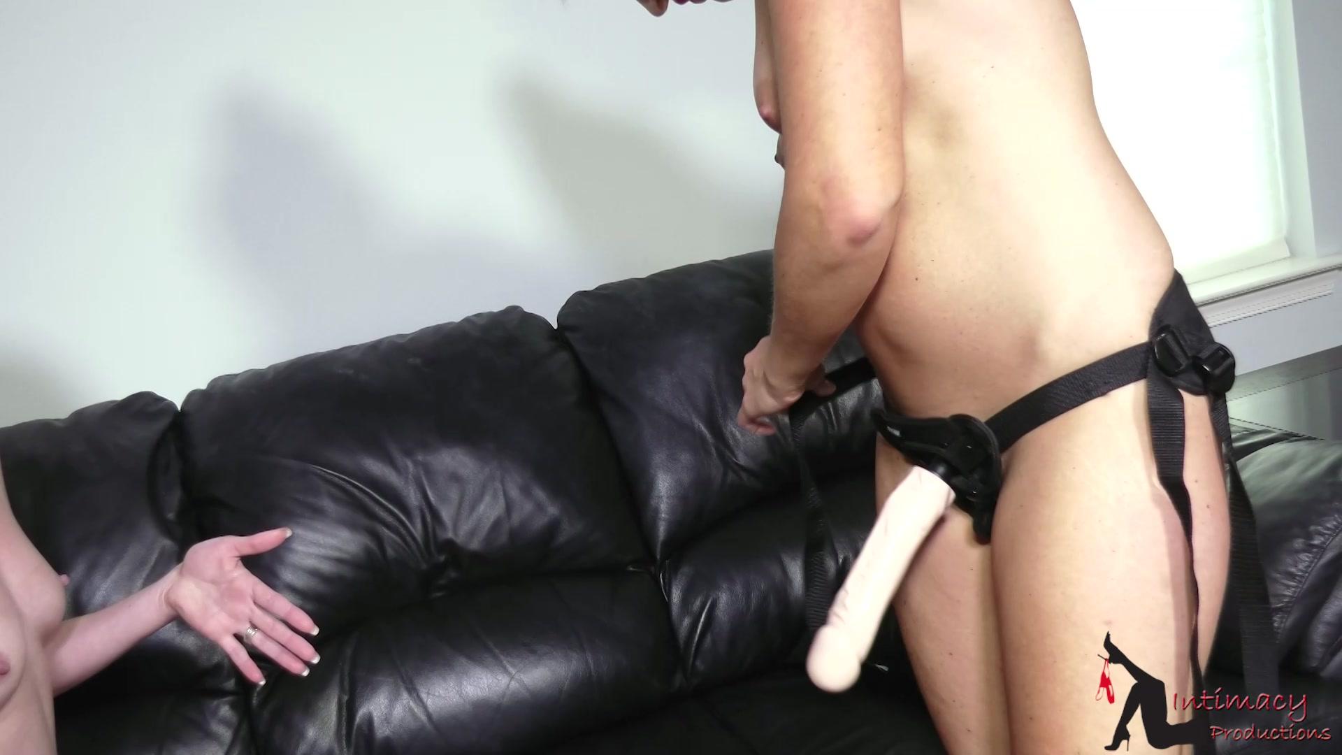 training Lesbian strapon