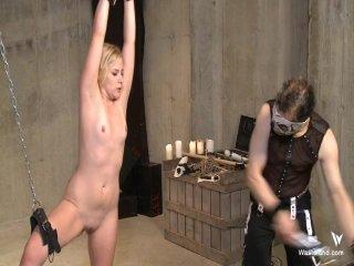 Screenshot #16 from Captive Desire