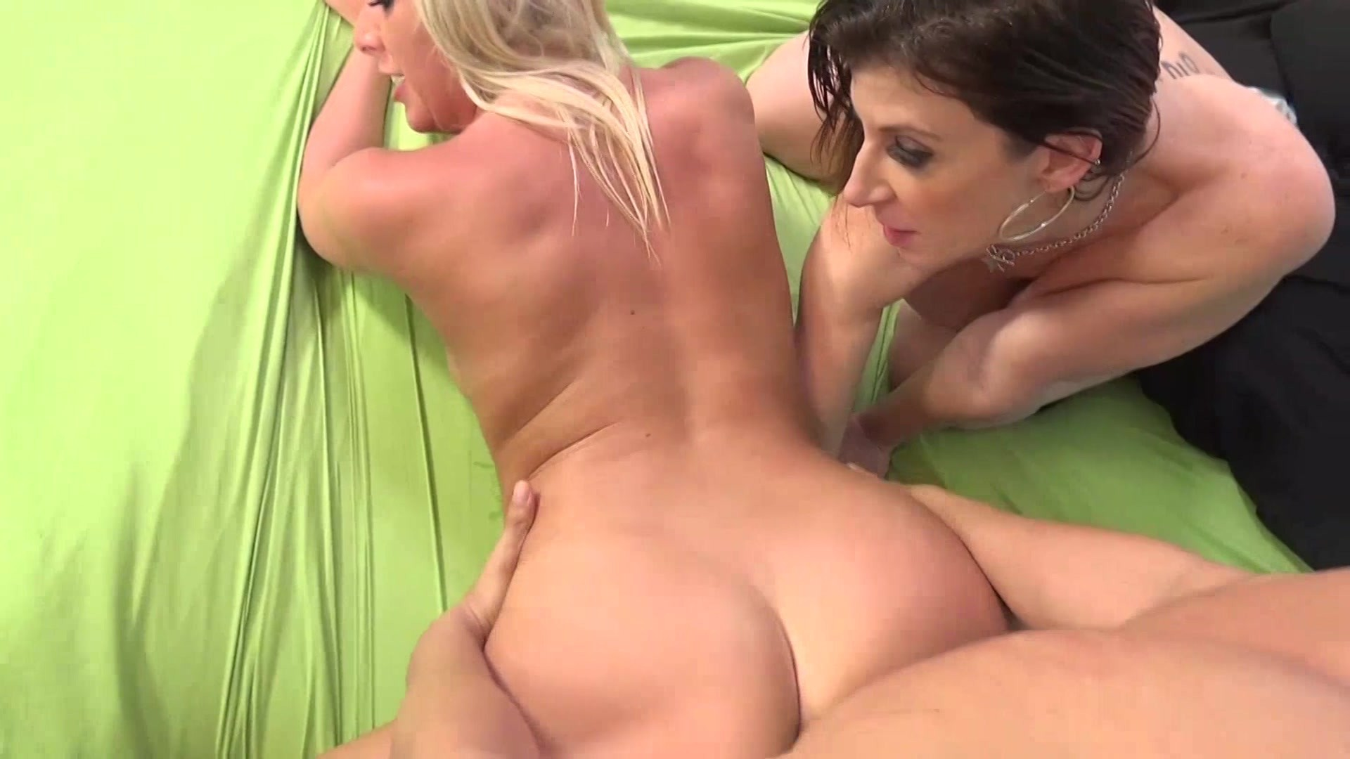 Very Beautiful And Heavy Fat Naked Virgin Girls Busty Blonde Giving A Handjob